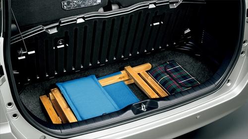 また大容量の床下収納スペースもあるので、高さのある荷物にも対応できるようになっています。