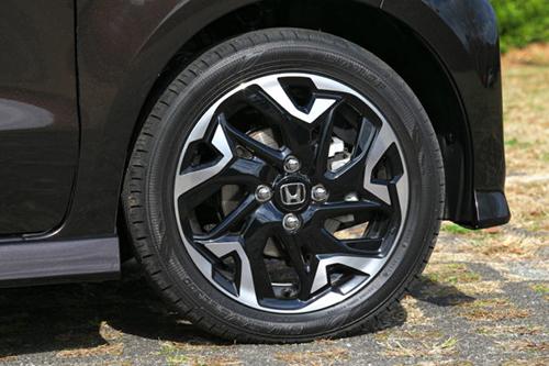 カスタムのターボ車だけタイヤが15インチ