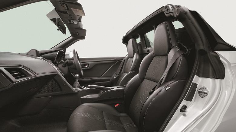 ホンダS660という軽自動車スポーツカーの居住性、内装、実用性は?