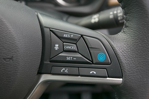 時代の最前列に並んだ安全性能と運転支援技術
