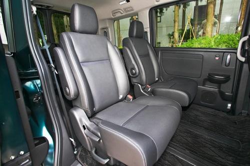 座り心地の良さそうなシートなども含めて最近のホンダ車に共通のテイストです②
