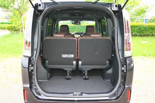 サードシートは簡単に格納が可能