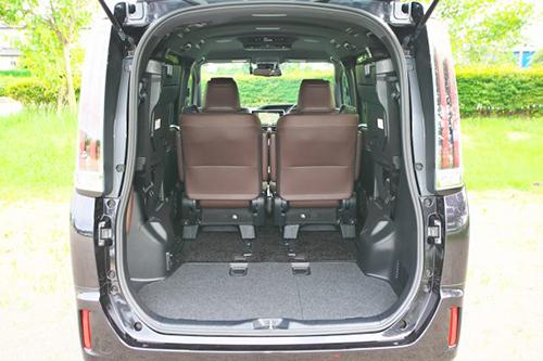 サードシートを畳めば、フラットで広大なラゲージスペースが出現