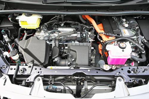 エンジンはガソリン2Lとハイブリッドの2種類