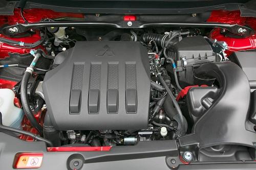 組み合わされるトランスミッションはガソリン車がCVT