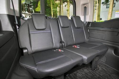 座り心地の良さそうなシートなども含めて最近のホンダ車に共通のテイストです③