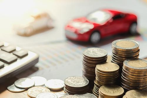 車の購入費用や維持費はどのくらいかかる?