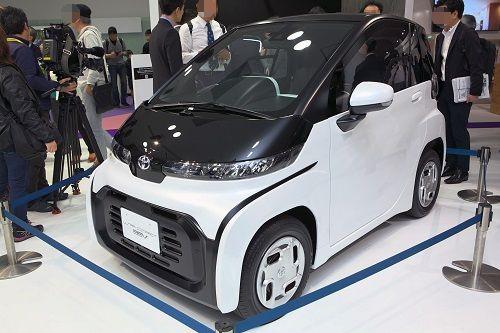 2人乗りのコンパクトEV(電気自動車)