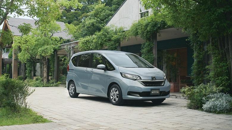「ホンダフリード」マイナーチェンジで内外装一新、SUVモデルのクロスターも追加