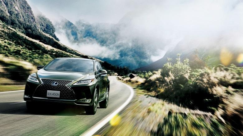 「レクサスRX」人気の高級SUVがマイナーチェンジで内外装を一新