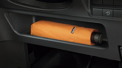 インスト運転席ポケット(「S」「X」に標準装備)