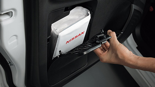 助手席ドアポケット(ボトルホルダー、車検証ボックス付き)