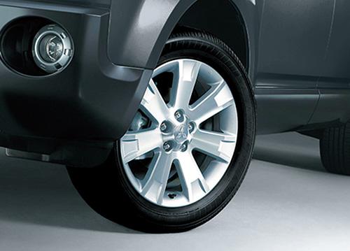 専用開発のタイヤが実現する快適な乗り心地
