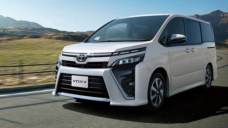 ヴォクシーの燃費は19.0km/L!ライバル車の「セレナ」や「ステップワゴン」と比較すると?