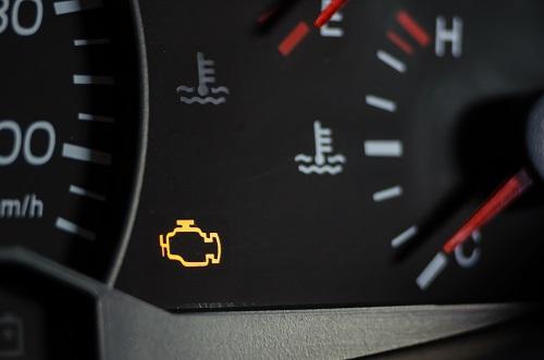 エンジン警告灯が点灯したり消えたりする場合の対処法は?
