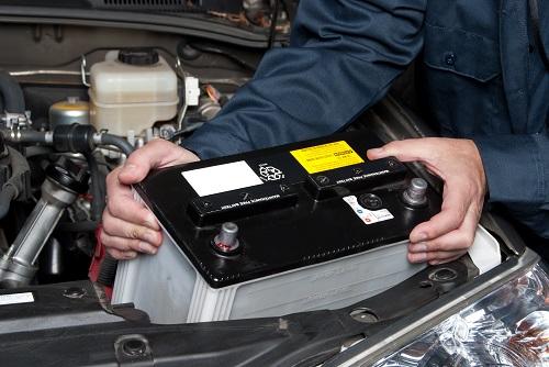 3. 新しいバッテリーを取り付ける