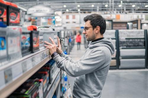 バッテリーと業者、それぞれの特徴と選び方や費用の目安