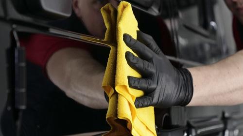 Step3.洗剤を水で流し、乾いた布で水分をふき取る
