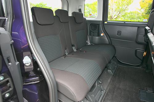 先進安全装備のみならず運転支援や便利機能も充実3