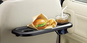折りたたみ式シートバックテーブル(運転席は「HYBRID XG」を除く全車に標準装備、助手席はカスタムスタイルの「HYBRID XS」「HYBRID XT」に標準装備)