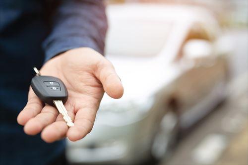 生活保護受給中であることを隠して車をローンで購入するとどうなる?