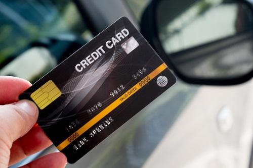 車の購入にクレジットカードを使うメリット・デメリット
