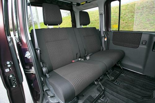 長い室内空間は4人乗車時でも広いラゲージスペースを確保2